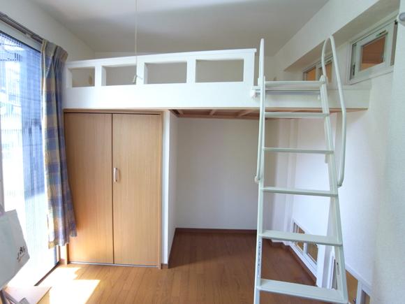 部屋のスペースを有効活用する造作ロフトベッド|マンションリフォーム