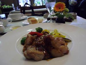 楽茶れんが館のハーブ鶏