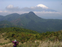 富士山を背に、絶景の明神ガ岳トレイル その1