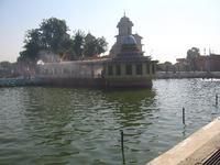 寺院の池3