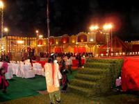 夜の結婚披露宴会場(屋外)