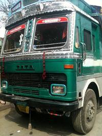 緑色のトラック