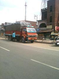 茶色のトラック
