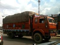 レンガ色のトラック
