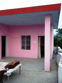 ピンク色の壁の家