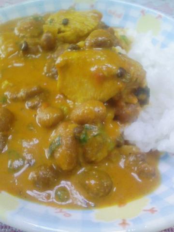 ラージマ豆とチキンのカレー