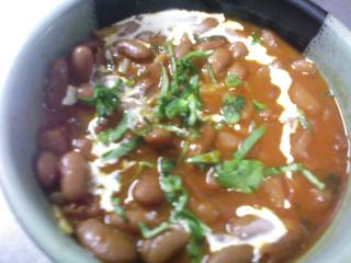 豆(ラージマ)とチキンのカレー