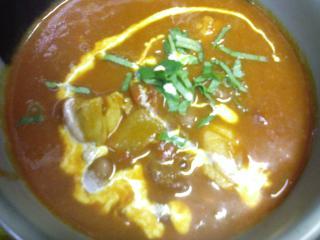 豆(ラジマ)とチキンのカレー