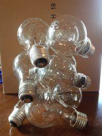 白熱電球を使って作ったオブジェです