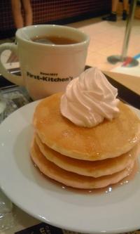 First Kitchen のパンケーキ ( シロップ&ホイップ )
