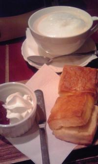 紅茶専門店サモアール ジョイナス本店の「 スコーンセット 」