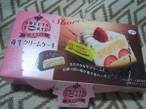 FUJIYA 苺生クリームケーキ