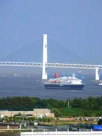 横浜港を見下ろす